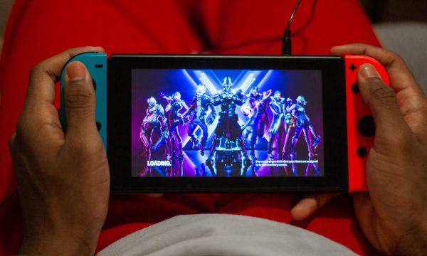 playing nintendo switch handheld mode