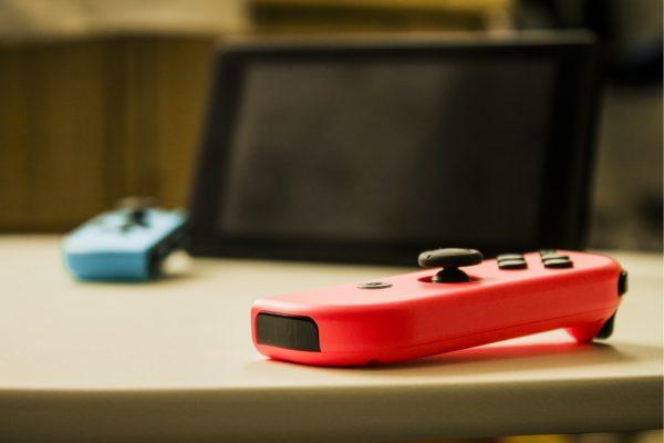 Nintendo Switch joycons and screen