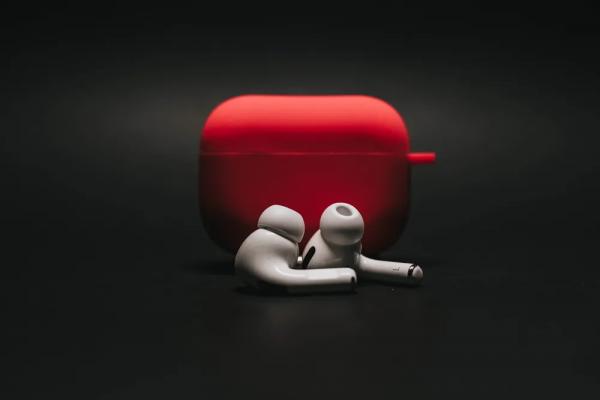 Wireless Earbuds in Red Case