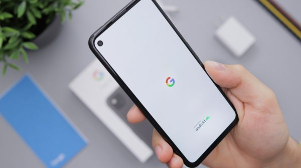 Google Logo on Pixel phone