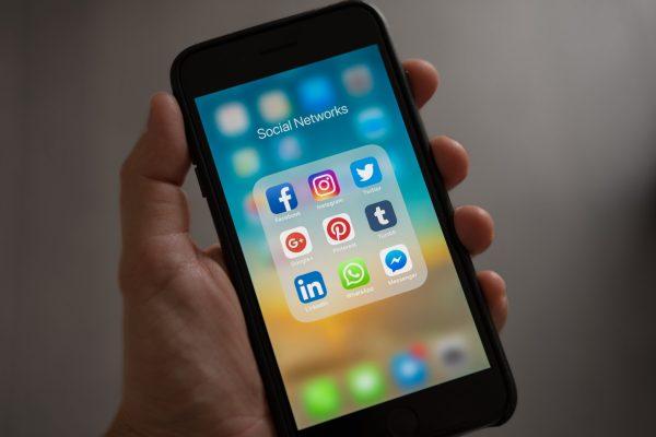 Aplicaciones de redes sociales. Robo de Identidad en Internet.