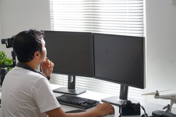 Find The Ideal Position Of Your Dual Monitors