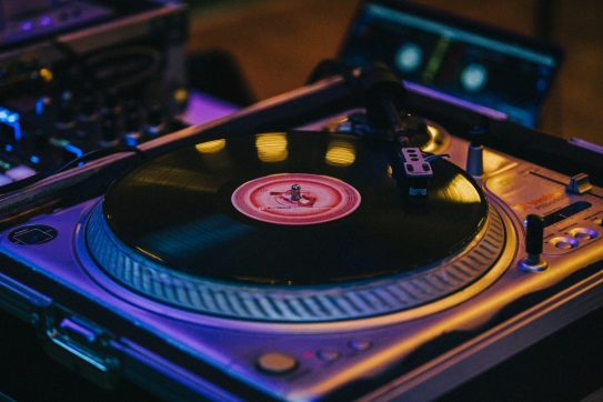 8 Best Turntables to Play Vinyl Records